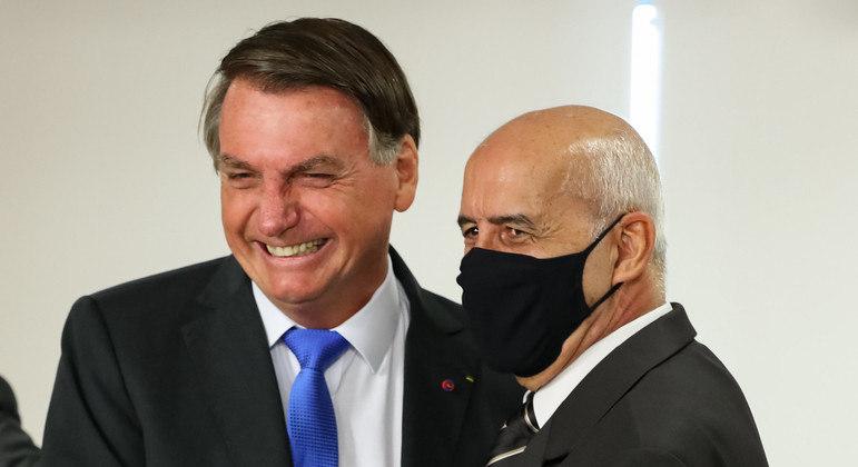 Por causa da idade, Bolsonaro já poderia ter tomado a vacina desde o dia 3 de abril