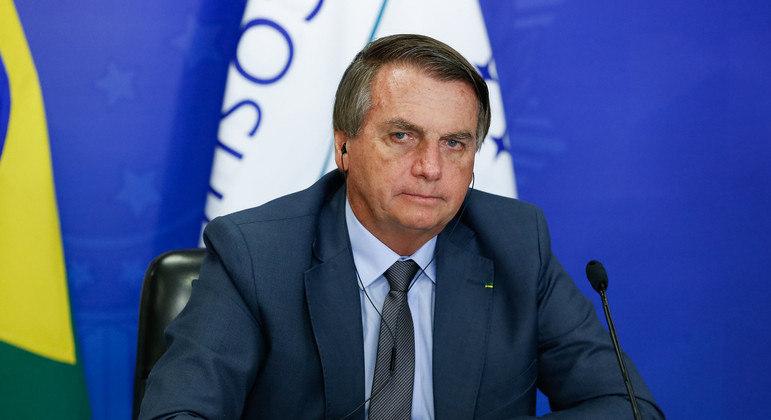 Bolsonaro reitera que está com soluço há sete dias