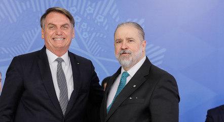 Na imagem, Jair Bolsonaro e Augusto Aras