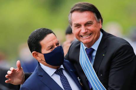 Na imagem, Hamilton Mourão e Jair Bolsonaro
