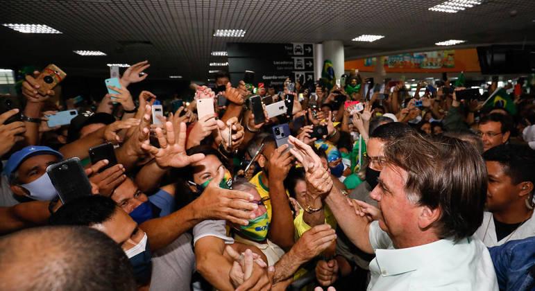 Presidente Bolsonaro na semana passada na chegada a Maceió, onde cumpriria agenda oficial