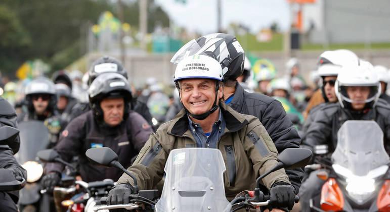 Presidente Bolsonaro participa de motociata em Chapecó (SC), em junho deste ano