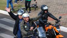 Bolsonaro leva prefeito de Chapecó na garupa em nova motociata
