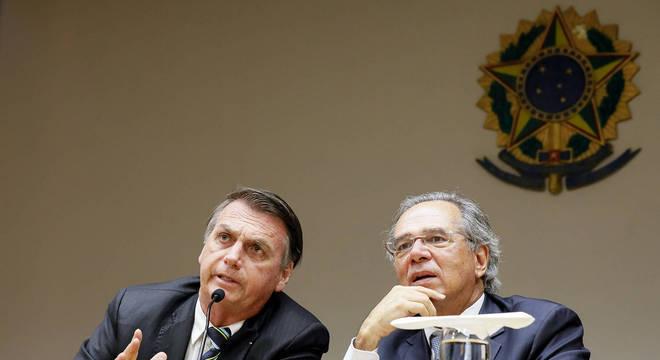 Na imagem, Jair Bolsonaro e o ministro da Economia, Paulo Guedes