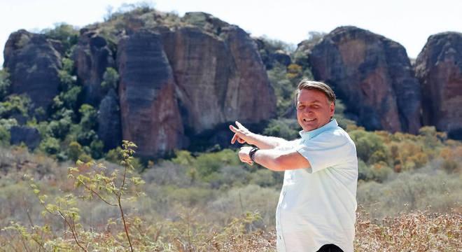 Bolsonaro em visita ao Museu da Natureza, em Coronel José Dias (PI)