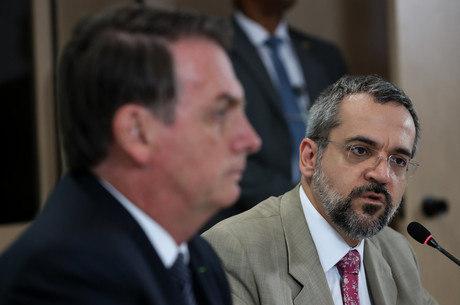 Weintraub tem reunião com Bolsonaro que deve selar o seu destino
