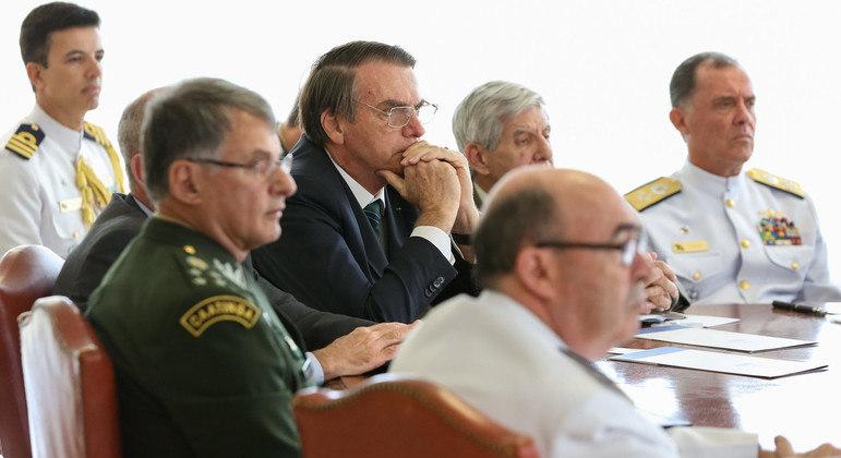 Bolsonaro durante encontro com a cúpula das Forças Armadas