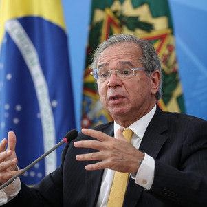Guedes quer PEC de guerra para pagar auxílio