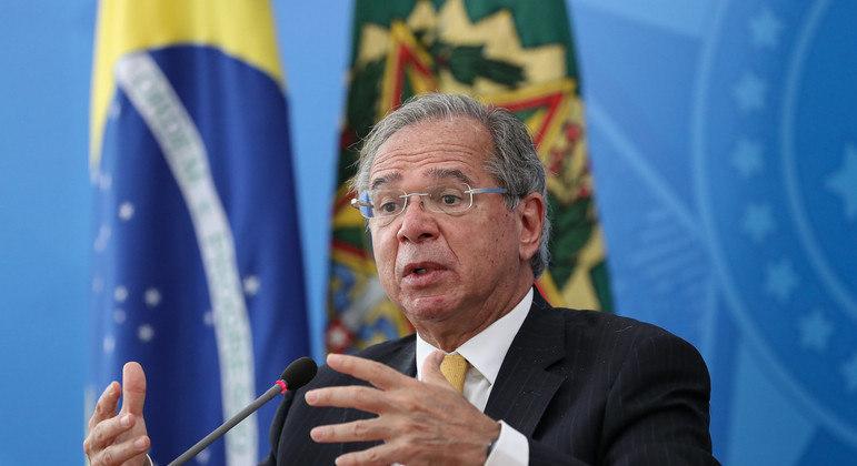 Ministro Paulo Guedes defendia que auxílio só fosse liberado após aprovação de pacote fiscal