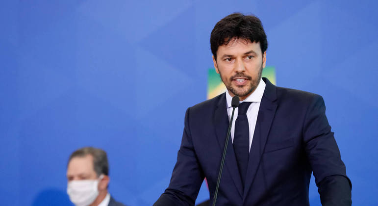 O ministro das Comunicações, Fábio Faria  finalizou o assunto no Twitter