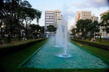 Praça ficará iluminada durante os próximos 30 dias
