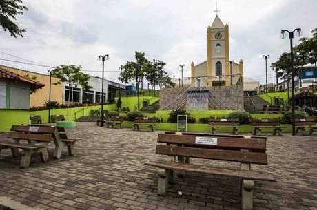 Praça São Pedro, em Torre de Pedra