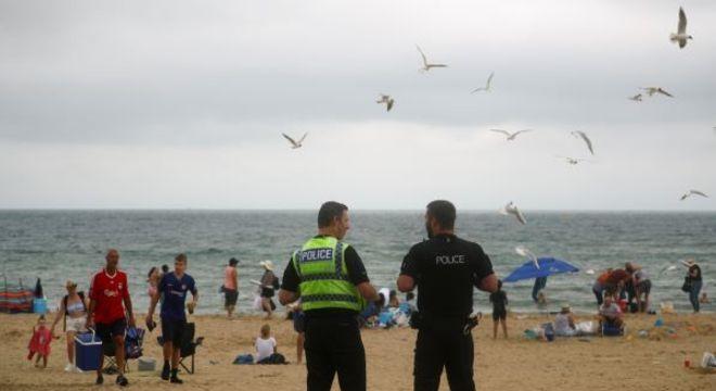 Praias com aglomeração geram preocupação