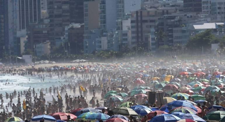 Últimas semanas foram de praias cheias em boa parte do litoral brasileiro