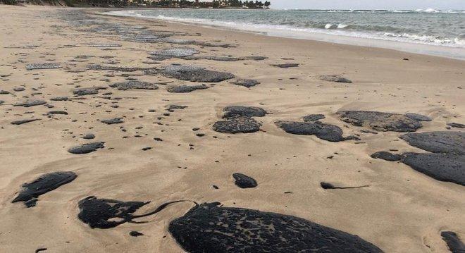 Manchas na praia de Tabatinga (RN)  têm origem da ainda desconhecida