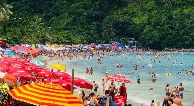 Apesar de restrições, praias paulistas registraram aglomerações em feriados