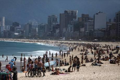 Movimentação em praia do Rio neste fim de semana