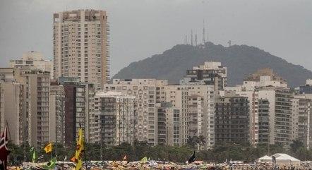 Brasileiros lotam praias em meio à pandemia