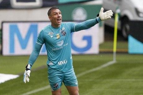 Ídolo do Palmeiras, Prass dessa vez foi adversário