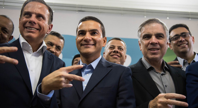 João Doria (esq) acompanhado de Marcos Pereira (centro) e Flávio Rocha (dir)
