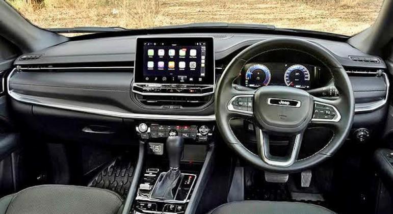 Interior ganha nova multimídia, console, painel e volante