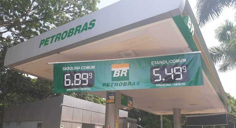 Após anúncio da Petrobras, alguns postos no DF já registram preços que beiram os R$ 7 por litro