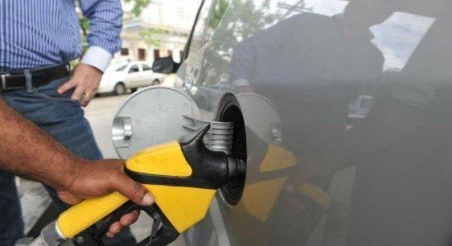 Procon investiga 986 denúncias de alta no preço dos combustíveis em São Paulo
