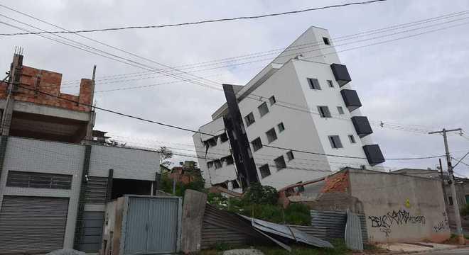Prédio de seis andares estava em fase final de construção