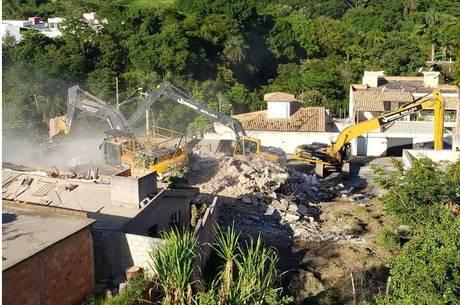 Prédio foi demolido por completo nesta quinta-feira (26)