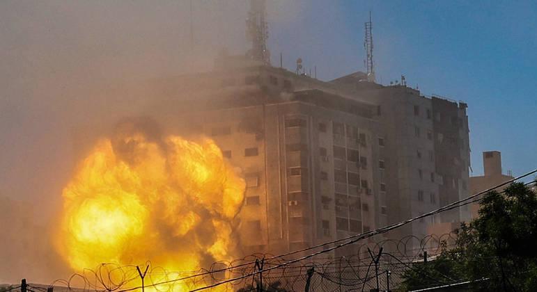 """AP disse estar """"chocada e horrorizada"""" com o ataque israelense que destruiu o prédio"""