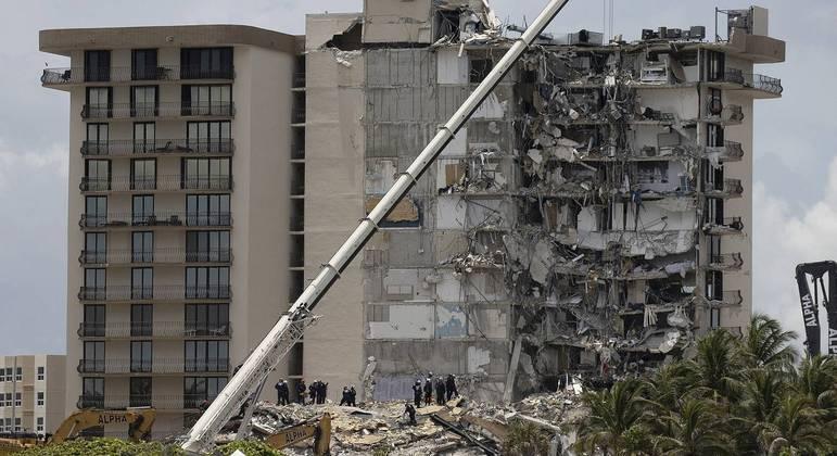 Parte do edifício de 12 andares, em Surfside, colapsou na madrugada da última quinta-feira
