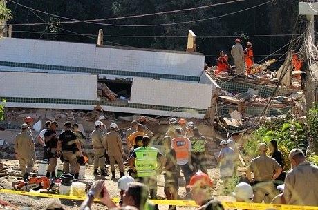 Dois prédios desabaram nesta sexta-feira (12)