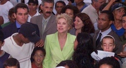 Prefeita Marta Suplicy durante festa na Praça Jardim Ângela em comemoração ao aniversário de 447 anos de São Paulo