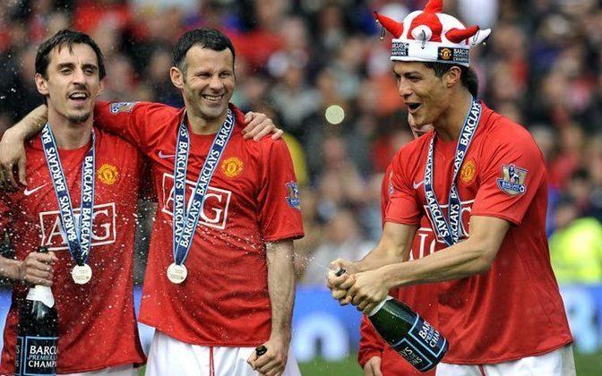 PREMIER LEAGUE - Cristiano Ronaldo é tricampeão na Inglaterra, conquistando o campeonato mais importante do país em três oportunidades, sendo2006-07,2007-08 e 2008-09.