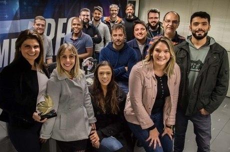 Equipe de jornalismo da RecordTV vencedora do prêmio