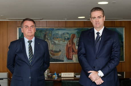 Bolsonaro ao lado de Rolando, que assume a PF
