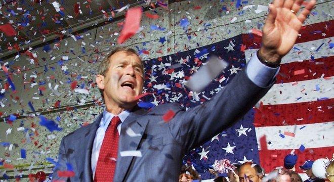 George W Bush celebra na Flórida sua vitória na eleição presidencial em 2000