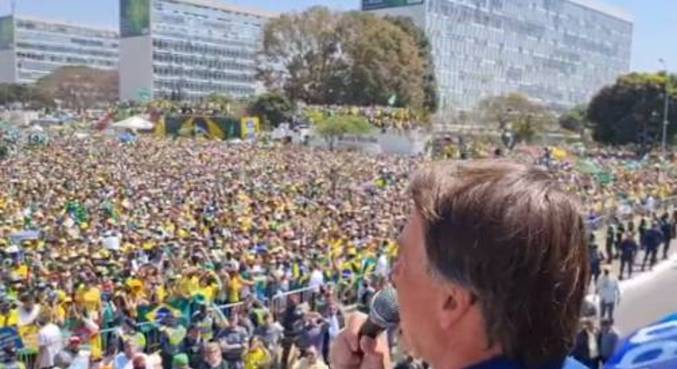 Presidente Bolsonaro durante discurso aos manifestantes no ato pelo 7 de Setembro