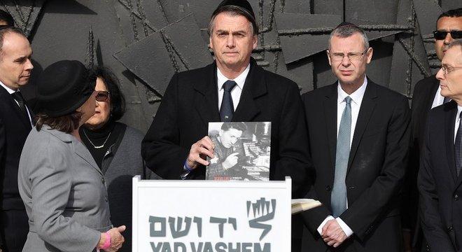 Em Jerusalém, presidente lembrou a polêmica causada pela menção ao coronel morto em 2015