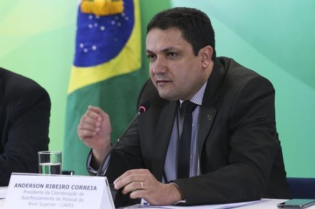 Presidente da Capes, Anderson Correia, garante bolsas