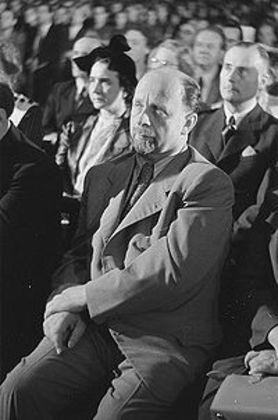 Presidente da República Democrática Alemã (Alemanha Oriental), Walter Ulbritch exigiu que seu estado comunista fosse reconhecido pela República Federal da Alemanha (na época Alemanha Ocidental), para haver um tratado de coexistência entre os dois países. O presidente da Alemanha Oriental rechaçou a hipótese de abertura do Muro de Berlim.
