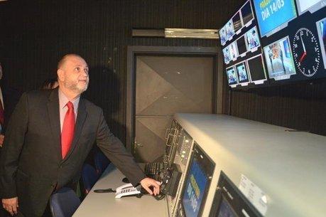 Presidente do Grupo Record RS desliga sinal analógico