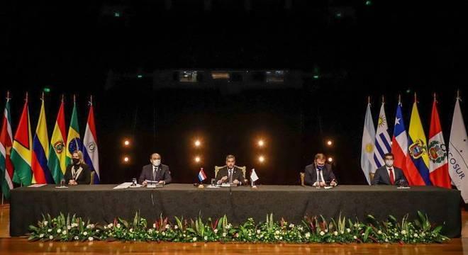 Presidente do Paraguai Mario Abdo Benitez durante reunião virtual do Mercosul