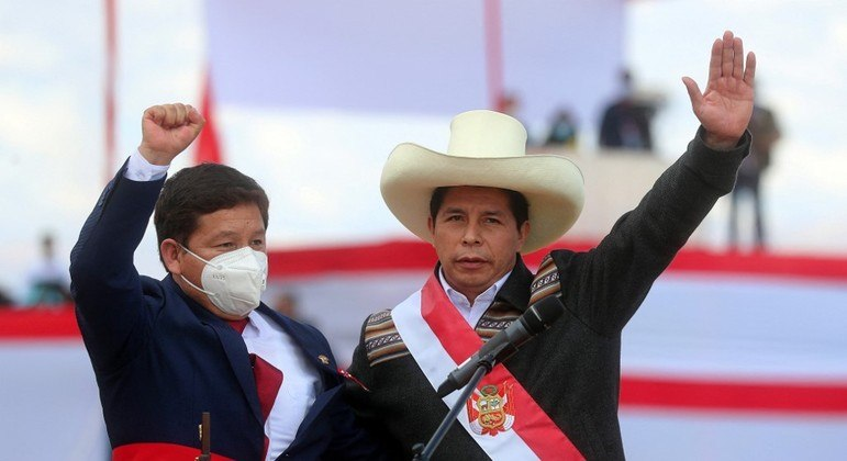 Presidente do Peru, Pedro Castillo, e o novo chanceler do Peru, Héctor Béjar