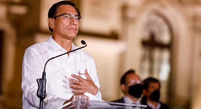 Presidente do Peru Martín Vizcarra anuncia que aceita decisão do Congresso de destituí-lo