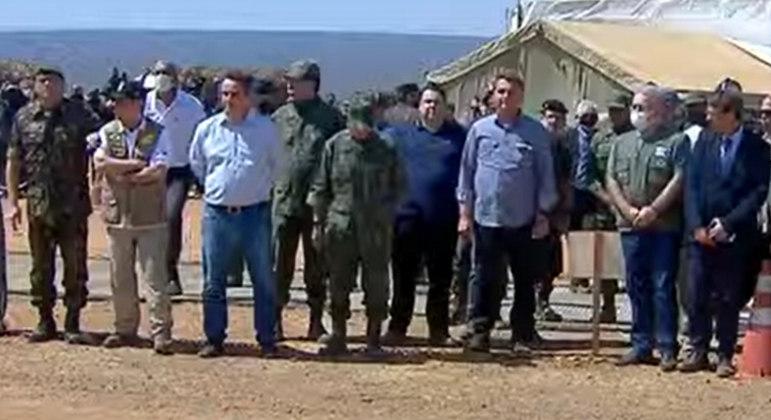 Presidente e ministros acompanham exercício das Forças Armadas em Goiás