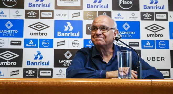 Presidente do Grêmio acredita em possibilidade de contratar Cavani