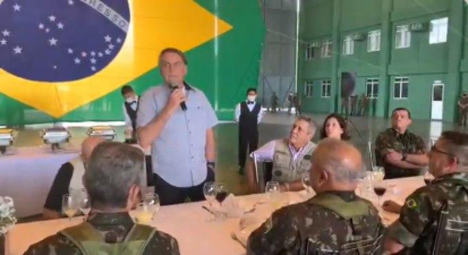 Bolsonaro discursa durante almoço em um quartel em São Gabriel da Cachoeira (AM)