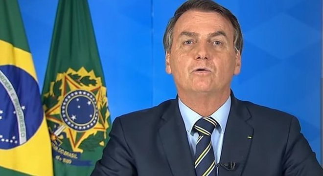 Presidente Jair Bolsonaro discorda da adoção de medidas de 'confinamento em massa' por causa do impacto econômico