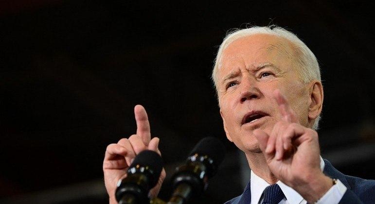 Biden pretende priorizar a energia limpa em novo plano de infraestrutura